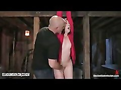 Pussy gets orgasm with fingers from bald man