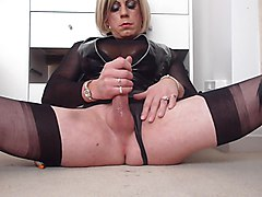 holly in pvc and ff stockings cums again