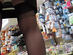 FF-stockings upskirt in a market