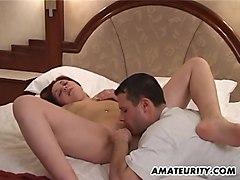amateur girlfriend facial in her bedroom