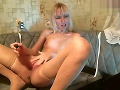 Blonde 2kamilla2 fucks herself on camera