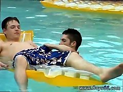 twinks have hot oral fun in the pool