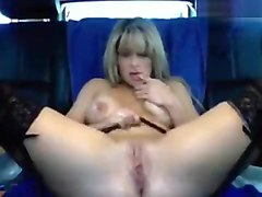 Nikkielove fucks herself in the car