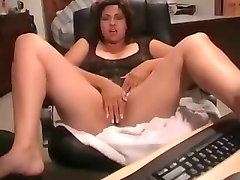 curvaceous indian milf flashing her goodies on webcam