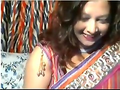 Horny Desi Aunt on webcam