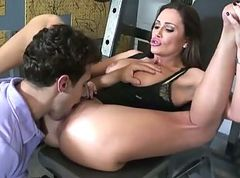 Sky Taylor Is A Gym Slut Stimulating Cocks Gratis