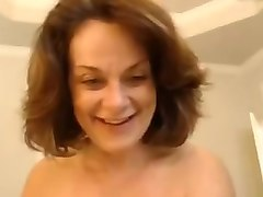 hell seductive milf shaving her pussy in front of camera