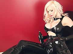 Blonde Babe with black Latex and Ballet Heels 02