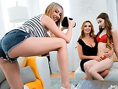 Tanya Tate & Samantha Hayes & Brett Rossi in The Family Portrait - MommysGirl