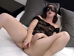 REAL ORGASM - She cums for real