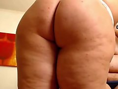 Elena & Linda - Two Hot Curvy Girls Playing