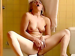 Cam caught her orgasm in the bathroom