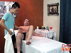 Daddy bangs Twinks ass on massage