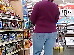 Chubby ass in tight jeans