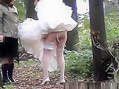 Outdoor hidden bride pee