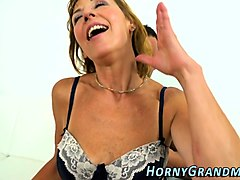 mature cougar gets fucked
